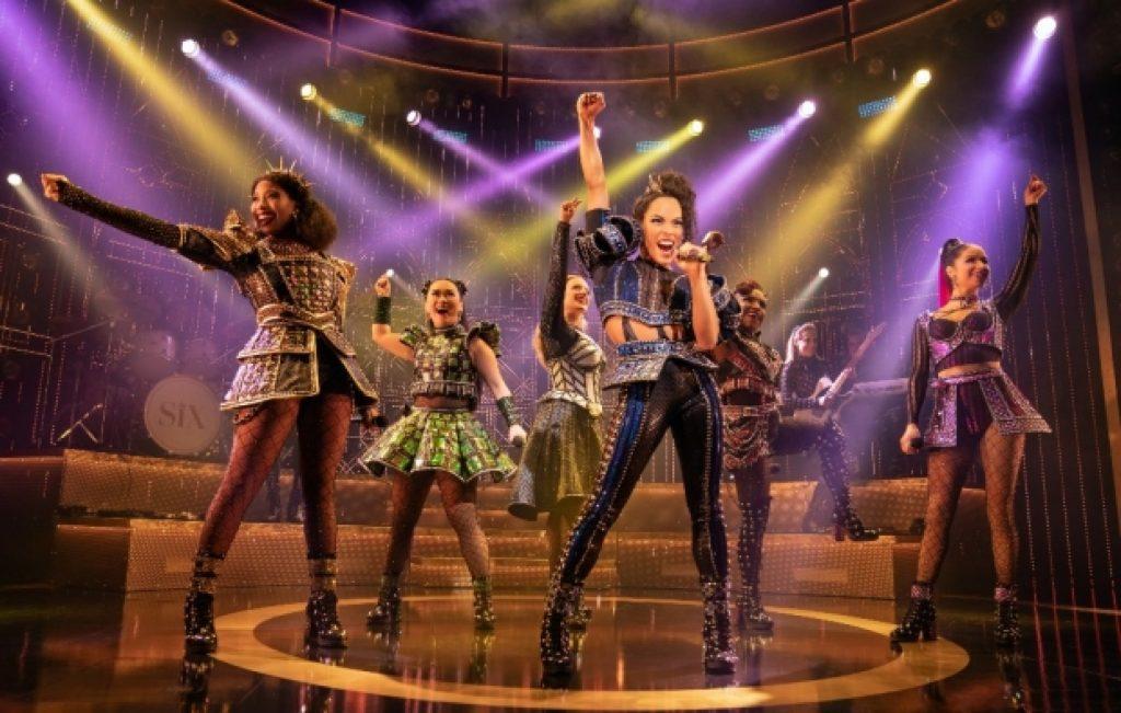 Berita Teater 2021: SIX Telah Kembali ke Panggung
